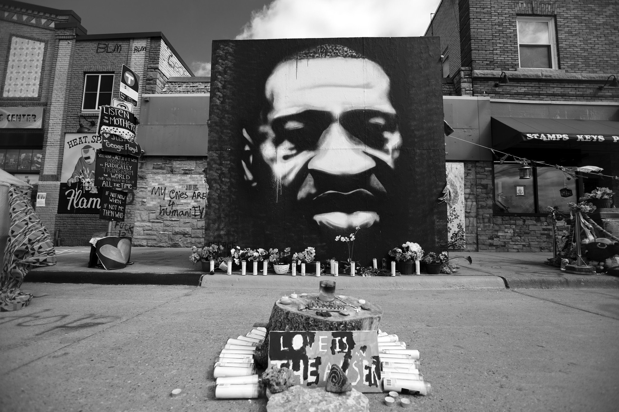 A portrait of George Floyd by Peyton Scott Russell at East 38th Street and Chicago Avenue in Minneapolis, Minnesota